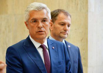 Zľava: Minister zahraničných vecí a európskych záležitostí SR Ivan Korčok a predseda vlády SR Igor Matovič  (Foto: SITA/Úrad vlády SR)
