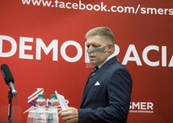 Predseda strany SMER-SD Robert Fico (Foto: SITA/Branislav Bibel)