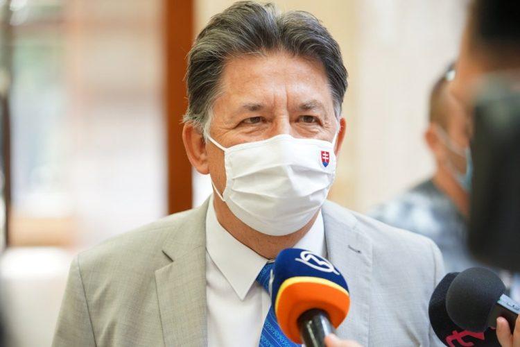 Minister životného prostredia SR Ján Budaj počas tlačovej konferencie v rámci rokovania 38. schôdze vlády SR. Bratislava 23. september 2020 (Foto: SITA/Úrad vlády SR)