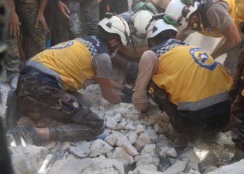 Kontroverzné Biele prilby v akcii  (Foto: SITA/AP/Syrian Civil Defense White Helmets)