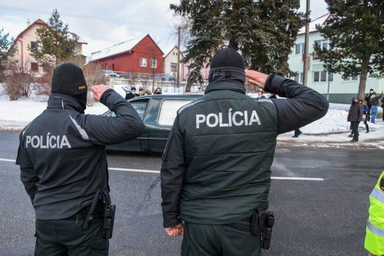 Posledná rozlúčka s bývalým prezidentom Policajného zboru SR Milanom Lučanským v obci Štrba. Štrba, 8. január 2021 (Foto: SITA)