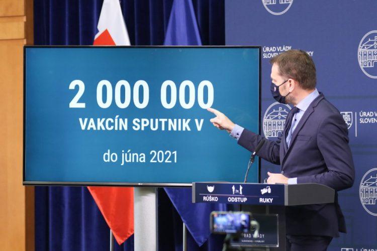 Predseda vlády SR Igor Matovič počas tlačovej konferencie o očkovaní na prevenciu ochorenia COVID-19 ruskou vakcínou Sputnik V. Bratislava, 19. február 2021 (Foto: SITA/Alexandra Čunderlíková)