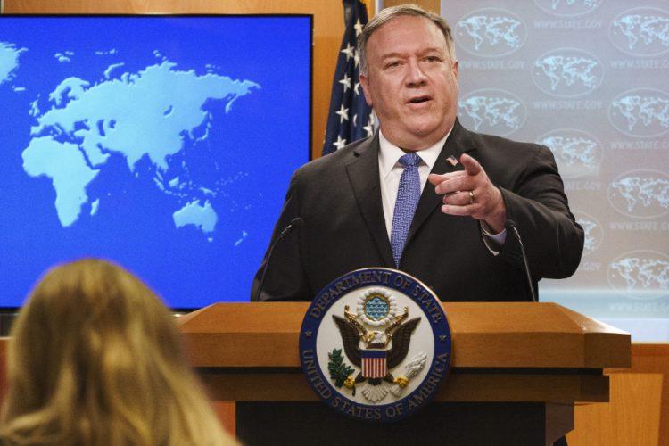 Mike Pompeo, kritizujúc prvý oficiálny prejav nového prezidenta vyhlásil, že USA sa už nemôžu vrátiť k tomu zahraničnopolitickému kurzu, ktorý uskutočňovala administrácia 44. prezidenta USA Baracka Obamu (Foto: SITA/AP Photo/Jacquelyn Martin)