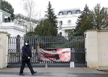 Ruské veľvyslanectvo v Prahe (Foto: SITA/AP Photo/Petr David Josek)