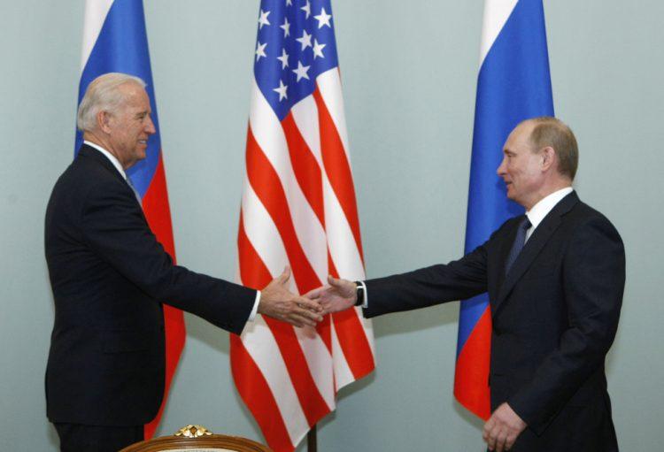 Joe Biden a Vladimir Putin (Foto: SITA/(AP Photo/Alexander Zemlianichenko)