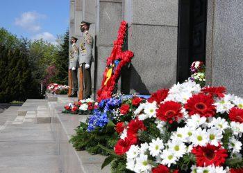 Vence na Vojenskom pamätníku Slavín pri príležitosti 76. výročia ukončenia druhej svetovej vojny. Bratislava, 8. máj 2021 (Foto: SITA/Alexandra Čunderlíková)