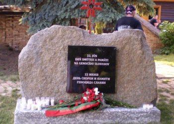 Prvý pomník na pamiatku obetí genocídy Slovanov na svete v areáli nového slovanského múzea Pribinova dvorana v Alekšinciach, blízko Nitry (Foto: Eugen Paľcev)